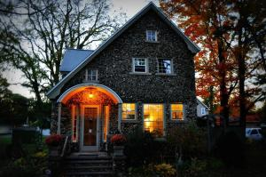 Aberdeen Stone Cottage B&B, Bed and Breakfasts  Traverse City - big - 21
