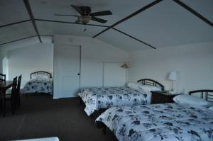 Family Room with Three Queen Beds