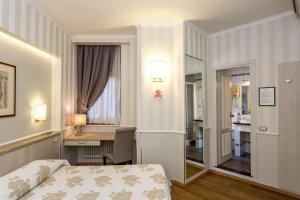 Hotel Flora, Отели  Милан - big - 20