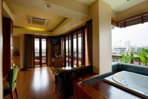 Superior Suite - Second Building