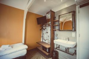 ベーシック トリプルルーム 共用バスルーム