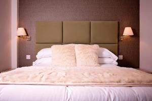 Severn Social Hotel