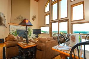 Amazing Overlook Three-Bedroom Townhome, Дома для отпуска  McHenry - big - 19