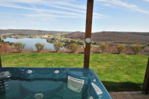 Amazing Overlook Three-Bedroom Townhome, Дома для отпуска  McHenry - big - 18