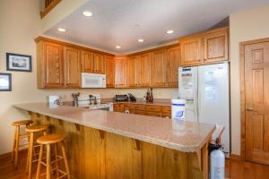 Amazing Overlook Three-Bedroom Townhome, Дома для отпуска  McHenry - big - 15