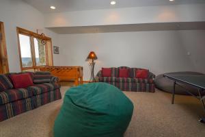 Amazing Overlook Three-Bedroom Townhome, Дома для отпуска  McHenry - big - 12