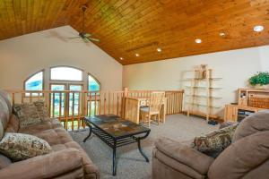 Amazing Overlook Three-Bedroom Townhome, Дома для отпуска  McHenry - big - 11