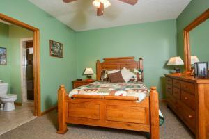 Amazing Overlook Three-Bedroom Townhome, Дома для отпуска  McHenry - big - 10