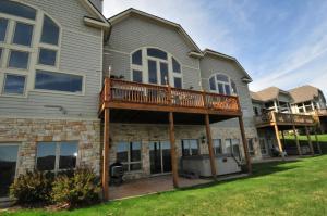 Amazing Overlook Three-Bedroom Townhome, Дома для отпуска  McHenry - big - 3