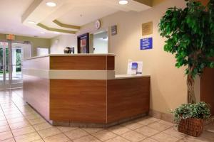 Microtel Inn & Suites by Wyndham Brunswick, Hotels  Brunswick - big - 16
