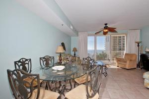 Two-Bedroom Apartment with Sea View 519