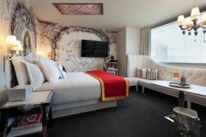 Habitación Espectacular con cama extragrande adaptada para personas de movilidad reducida