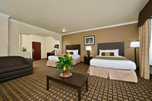 Queen Room with Three Queen Beds and Bath Tub - Disability Access/Non-Smoking