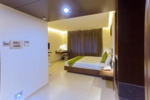 Treebo Grand Premier Suites, Hotely  Bangalore - big - 8