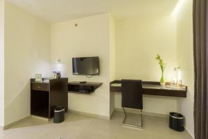 Treebo Grand Premier Suites, Hotels  Bangalore - big - 30