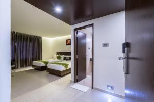 Treebo Grand Premier Suites, Hotels  Bangalore - big - 37