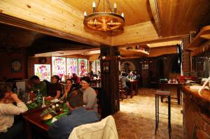 Irish House, Hotely  Sinaia - big - 8