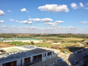 Kfar Saba Center Apartment, Апартаменты  Кфар-Сава - big - 35
