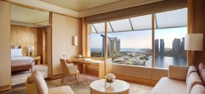 Club Premier Suite with a King Bed and Marina Bay view