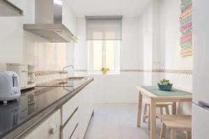 Ahro Suites, Apartmanok  Málaga - big - 45
