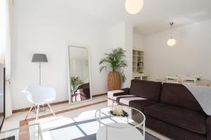 Ahro Suites, Apartmanok  Málaga - big - 26