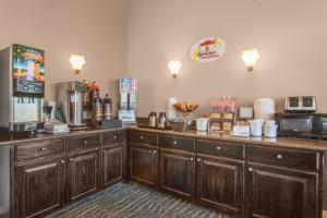 Super 8 by Wyndham Oklahoma City, Hotely  Oklahoma City - big - 36