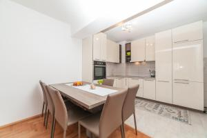 Apartman Marija, Apartments  Budva - big - 4