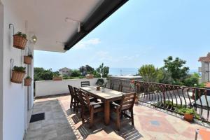 Dream Vacation, Apartments  Podstrana - big - 1