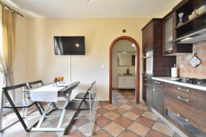 Dream Vacation, Apartments  Podstrana - big - 7
