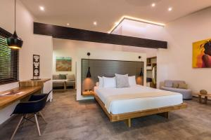 Lifestyle Suite 1 King bed