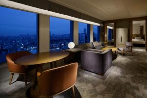 "New Club Floor ""Premier Grand"" Suite King Room with free access to Lounge"