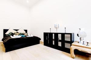 Superior Three-Bedroom Apartment Király street