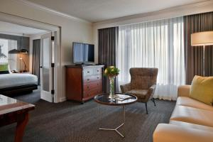 Executive One-Bedroom King Suite - Disability Access Hearing Accessible
