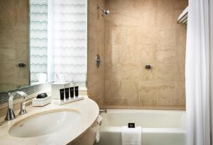 Superior King Room - Disability Access with Tub