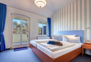 Double Room with Sea View and Balcony 1