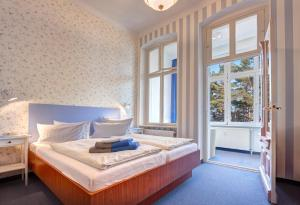 Double Room with Sea View and Veranda 1