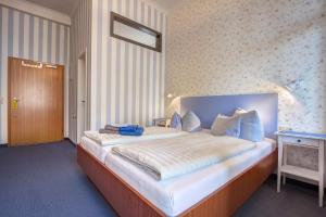 Double Room with Sea View and Balcony 2
