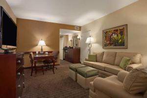 Embassy Suites Orlando Lake Buena Vista South, Hotels  Kissimmee - big - 5
