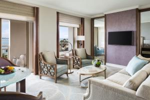 Suite with Limited View