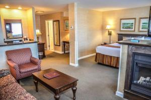 Presidential King Suite with Fireplace and Sofa Bed