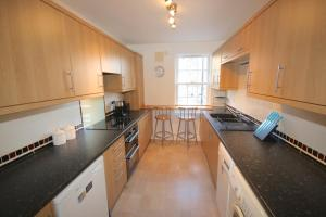 Potterrow - Edinburgh City Apartment