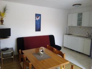 Apartments and Rooms Sara, Vendégházak  Petrčane - big - 28