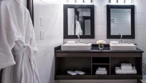 Best Western Plus Village Park Inn, Hotel  Calgary - big - 6