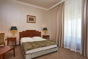 Standard Double or Twin Room with River or Hill View