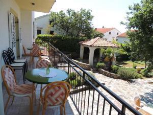 Apartment Nikolina, Apartmány  Malinska - big - 4