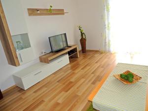 Apartment Nikolina, Apartmány  Malinska - big - 9