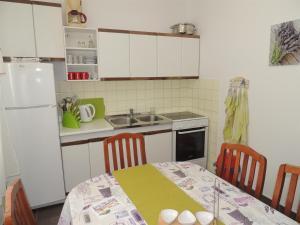 Apartment Nikolina, Apartmány  Malinska - big - 11
