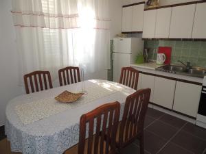 Apartment Nikolina, Apartmány  Malinska - big - 12