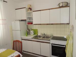 Apartment Nikolina, Apartmány  Malinska - big - 13