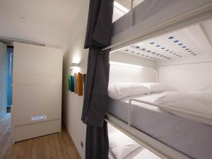Bed in 13-Bed Mixed Dormitory Room